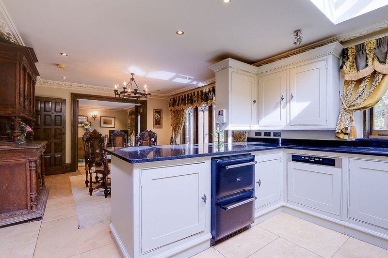 4 bed house for sale in Nork Way 6