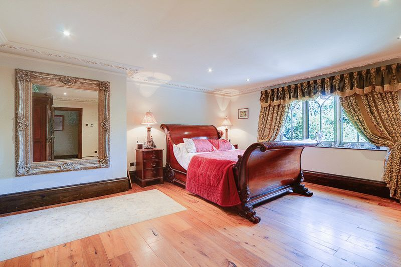 4 bed house for sale in Nork Way  - Property Image 10