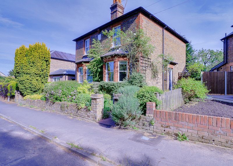 3 bed house for sale in Church Side 1