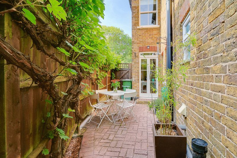 3 bed house for sale in Church Side 13