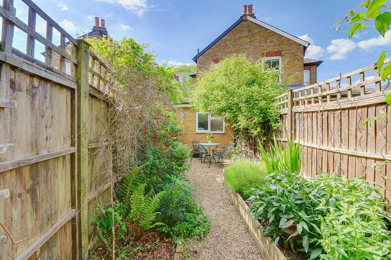 3 bed house for sale in Church Side 14