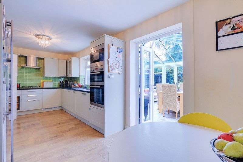 3 bed house for sale in Gale Crescent 4
