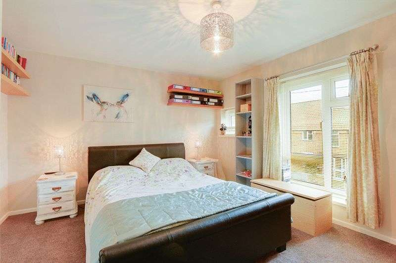 3 bed house for sale in Gale Crescent 7