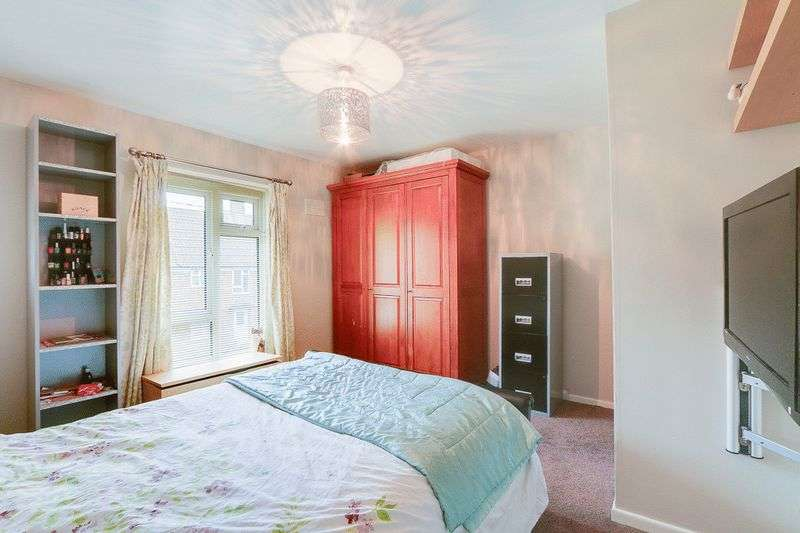 3 bed house for sale in Gale Crescent 8