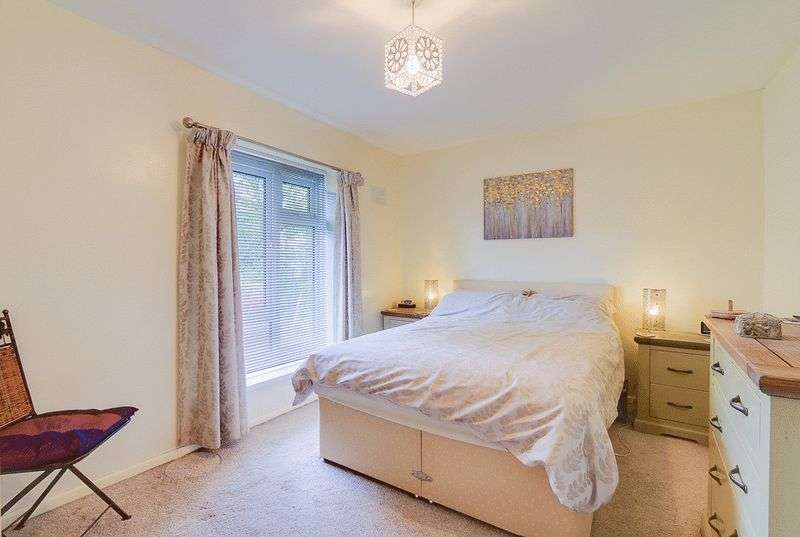 3 bed house for sale in Gale Crescent 9