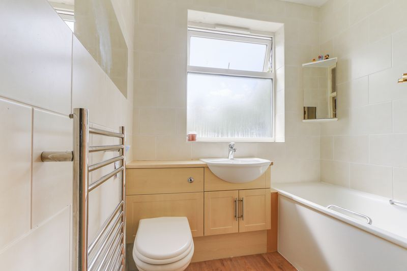 2 bed flat for sale in Carshalton Road 3