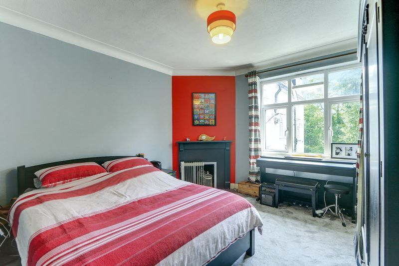 2 bed flat for sale in Carshalton Road 4