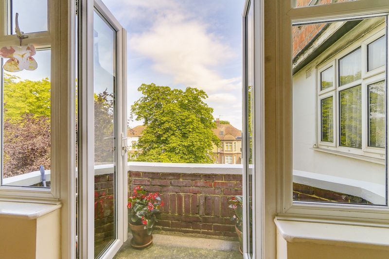 2 bed flat for sale in Carshalton Road 6