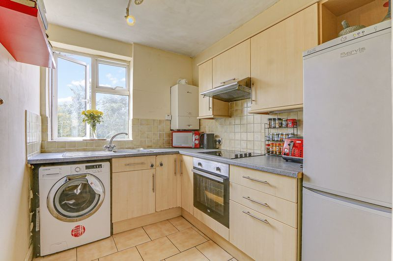 2 bed flat for sale in Carshalton Road 7