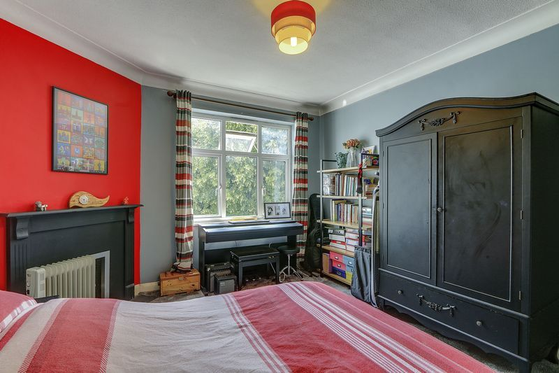 2 bed flat for sale in Carshalton Road 8