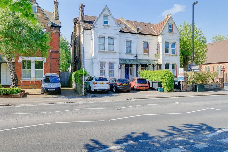 1 bed flat to rent in Croham Road, CR2