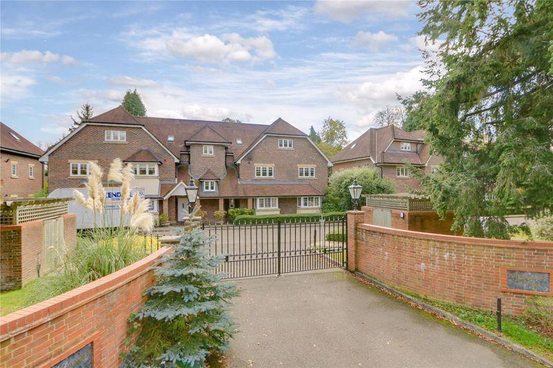 3 bed flat for sale in Babylon Lane - Property Image 1