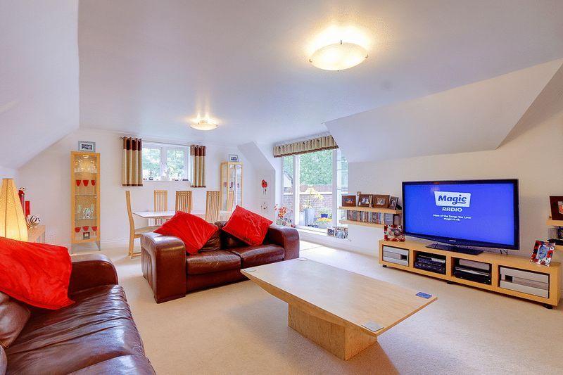 3 bed flat for sale in Babylon Lane  - Property Image 2