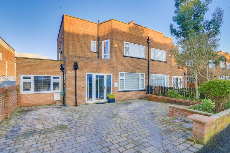 3 bed house for sale in Elmbridge Avenue, KT5