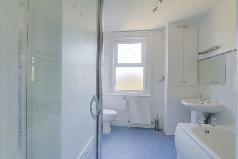 2 bed house to rent in Oakdale Road  - Property Image 11