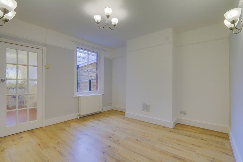 2 bed house to rent in Oakdale Road 4