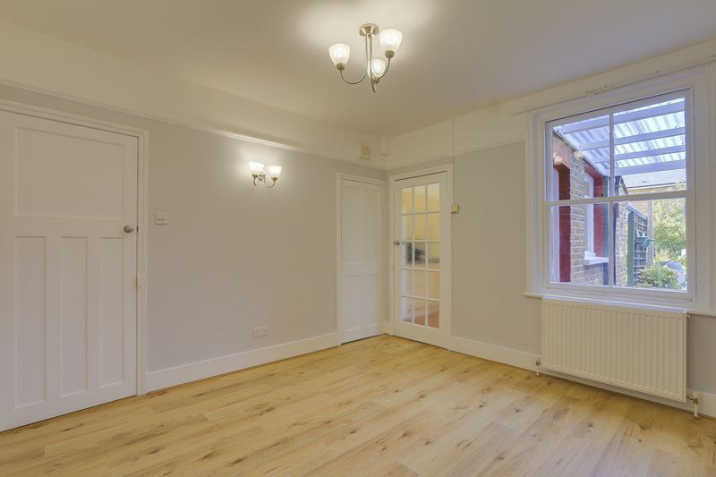 2 bed house to rent in Oakdale Road 5