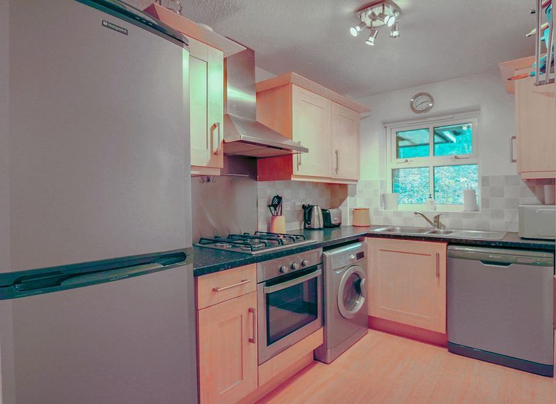 2 bed flat for sale in Hazel Way 4