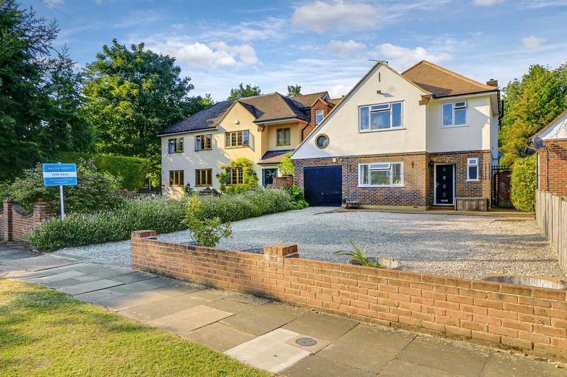 4 bed house for sale in Downs Way Close, KT20
