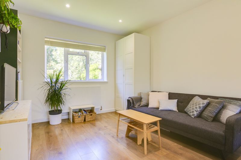 3 bed flat to rent in Axwood  - Property Image 3