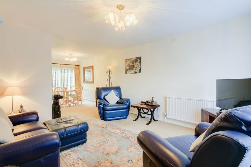 3 bed house for sale in High Beeches 2