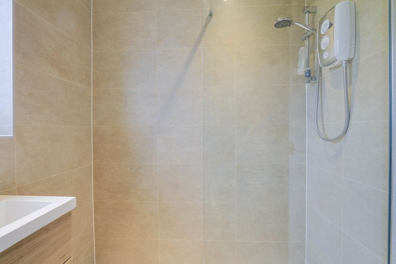 3 bed house for sale in High Beeches 14