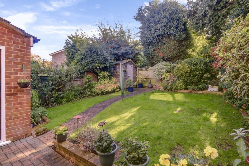 3 bed house for sale in High Beeches 18