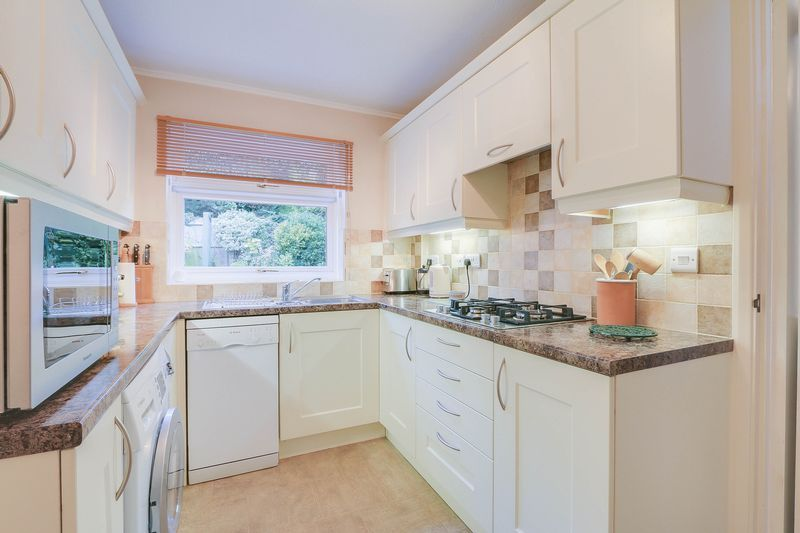 3 bed house for sale in High Beeches 6