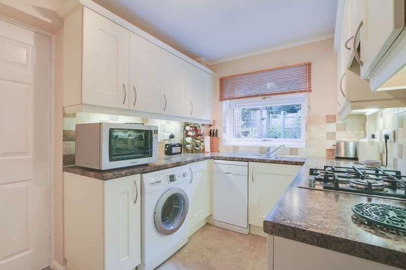 3 bed house for sale in High Beeches 7