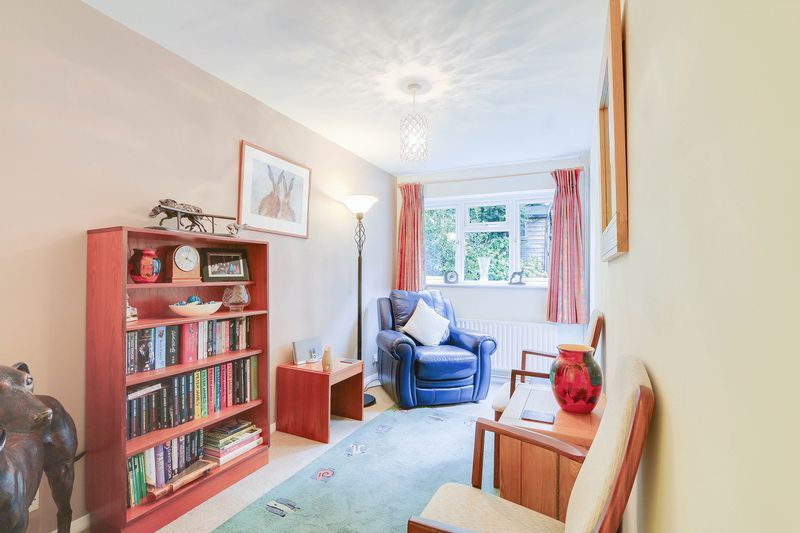 3 bed house for sale in High Beeches 8