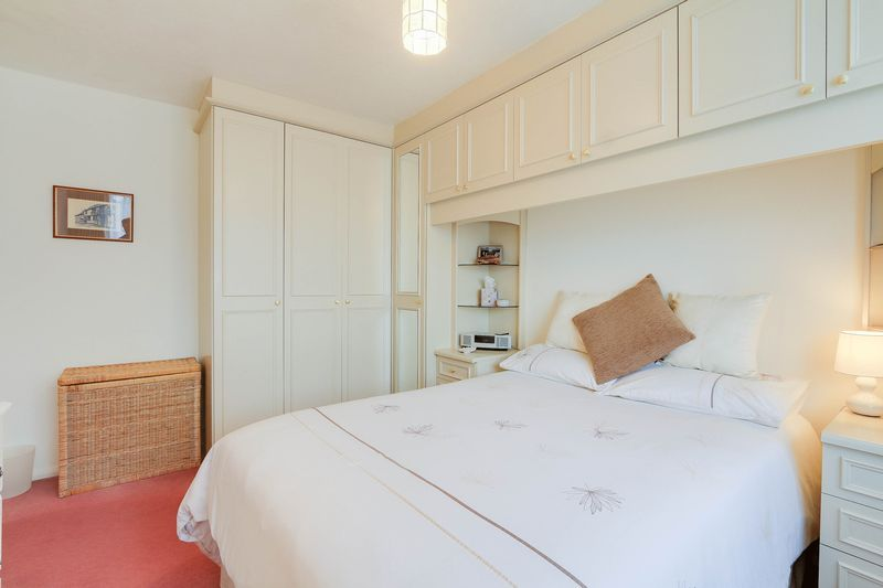 3 bed house for sale in High Beeches 10