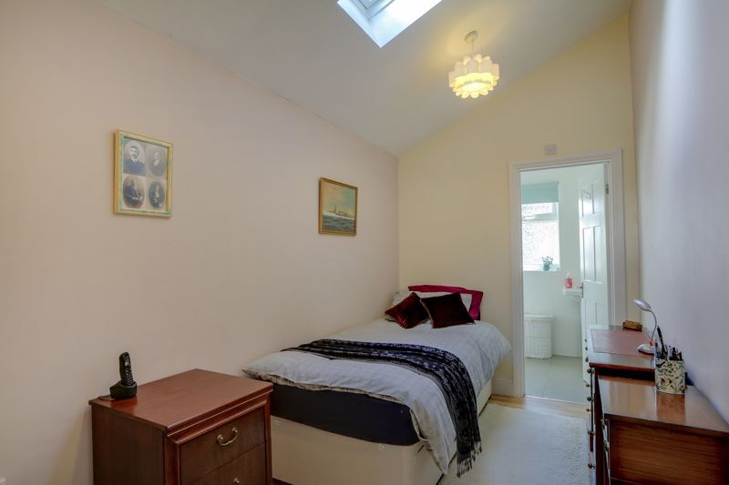 5 bed house for sale in Nork Gardens 20