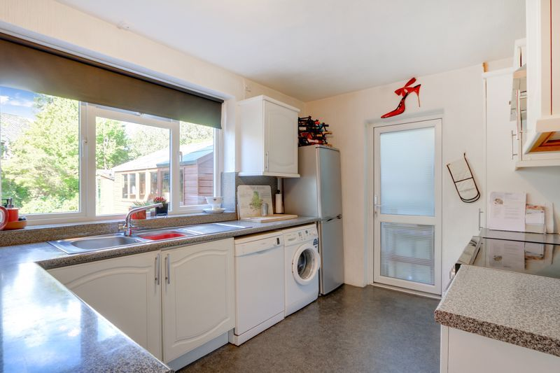 5 bed house for sale in Nork Gardens 6