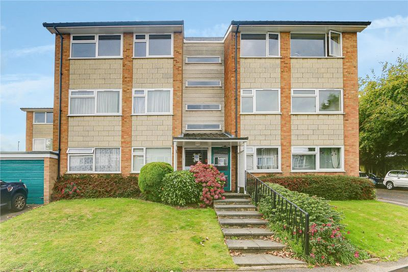 2 bed flat to rent in Maybury Close, KT20