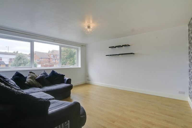 2 bed flat to rent in Maybury Close 2