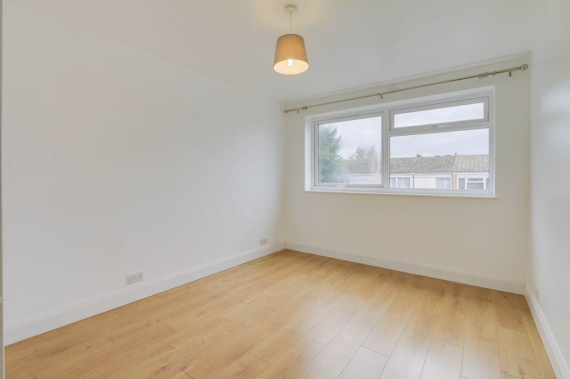 2 bed flat to rent in Maybury Close 5