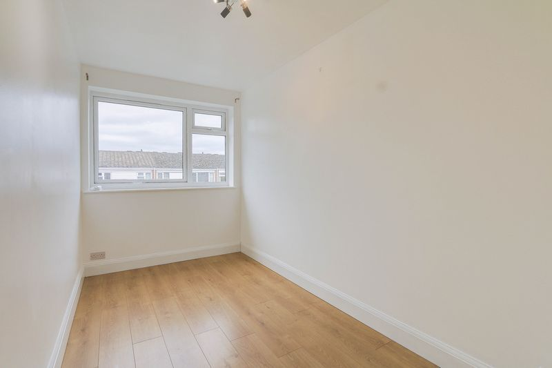 2 bed flat to rent in Maybury Close 7