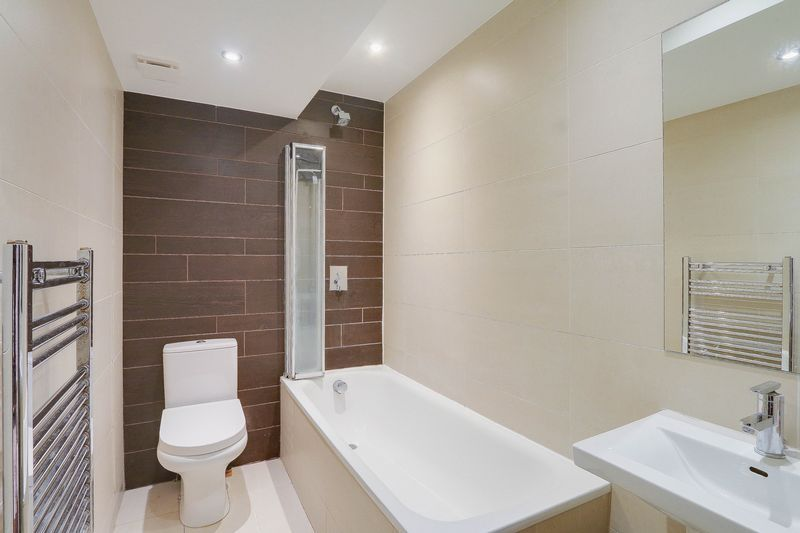 2 bed flat for sale in Hubert Grove 11