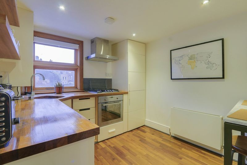 2 bed flat for sale in Hubert Grove 4