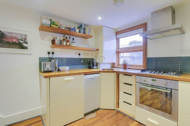 2 bed flat for sale in Hubert Grove  - Property Image 5