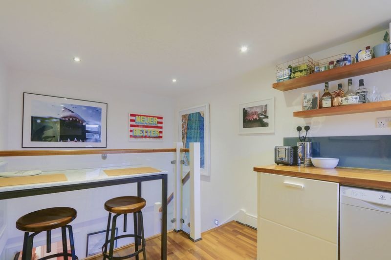 2 bed flat for sale in Hubert Grove 6