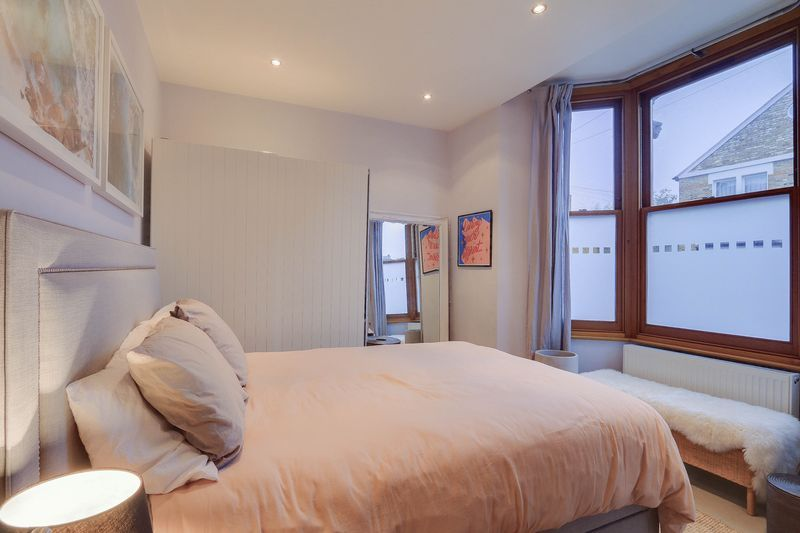 2 bed flat for sale in Hubert Grove 8