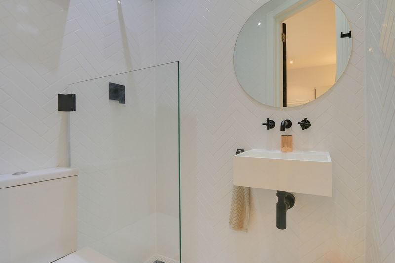 2 bed flat for sale in Hubert Grove 9