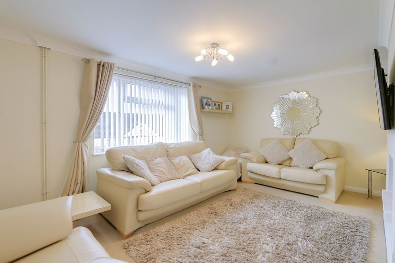 2 bed flat to rent in Eastgate 1