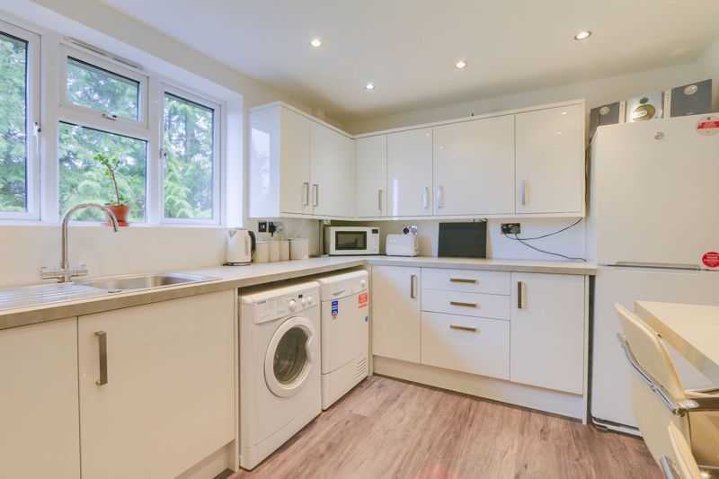 2 bed flat to rent in Eastgate 3
