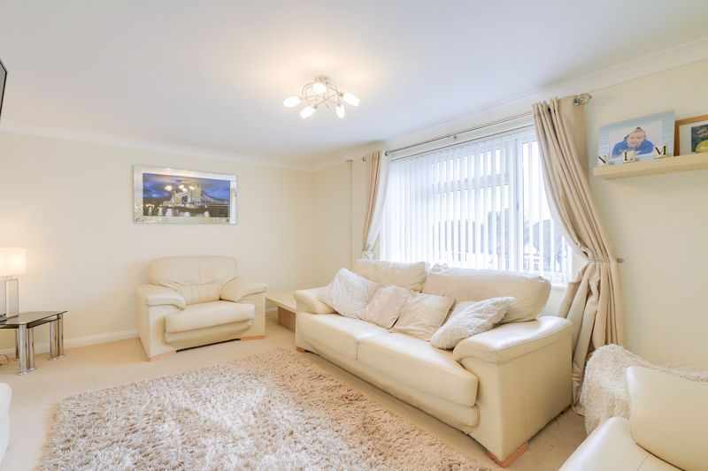 2 bed flat to rent in Eastgate 4