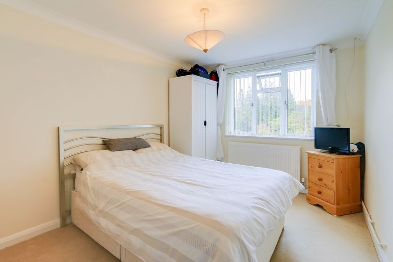 2 bed flat to rent in Eastgate 8