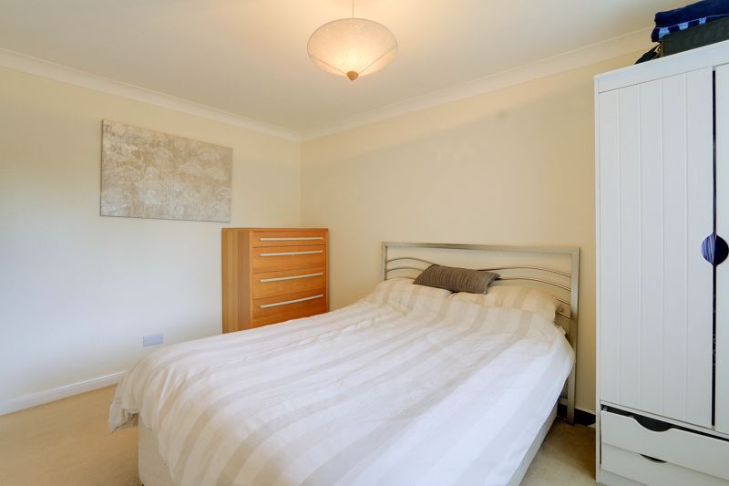 2 bed flat to rent in Eastgate 9