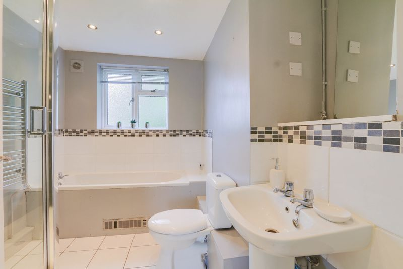 2 bed flat to rent in Eastgate 10