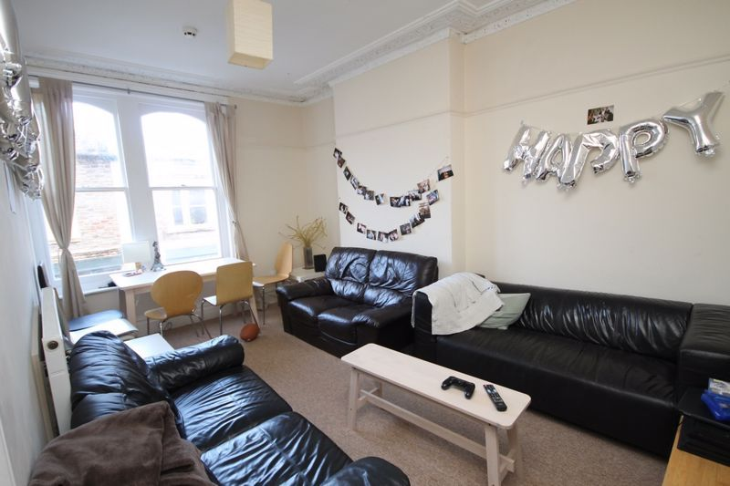 6 bed flat to rent in Chandos Road, BS6